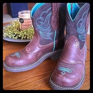 Ariat Cowgirl Boots!  Barely worn!